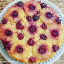 prăjitură răsturnată cu ananas şi cireşe