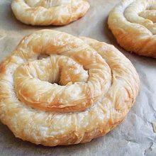 Plăcintă învârtită cu brânză sărată