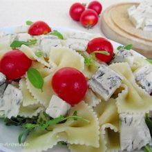 Salată de paste cu brânză gorgonzola şi roşii cherry