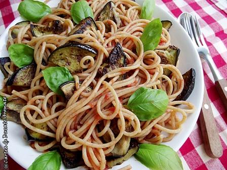 Spaghete cu vinete şi usturoi