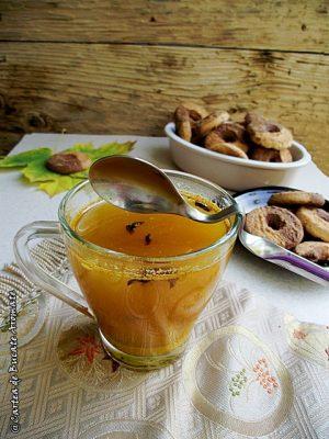 Rețete de băuturi - Ceai cu turmeric si miere de albine
