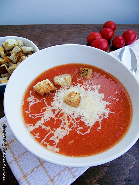 Supă cremă de roşii cu crutoane