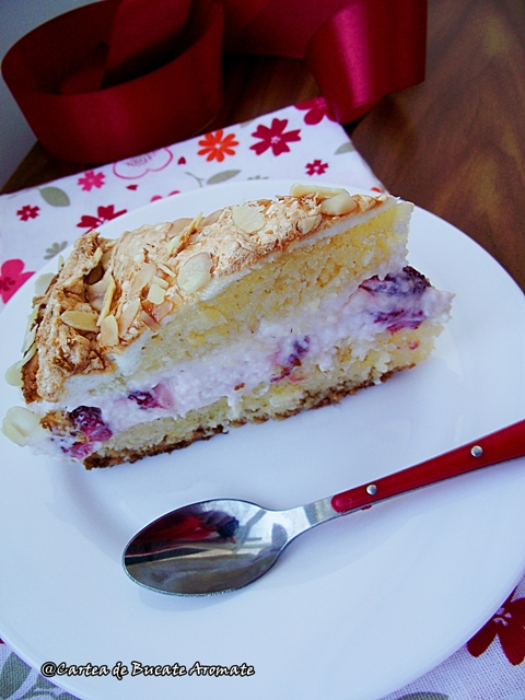 tort cu crema de iaurt si bezea