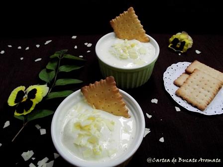 Desert cu iaurt grecesc, lămâie şi ciocolată albă