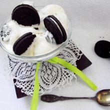Inghetata de frisca cu biscuiti Oreo