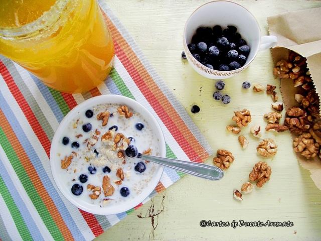 Desert rapid cu quinoa, nuci şi afine1