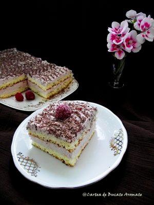 Prăjitură cu blat de vanilie şi spumă de zmeură