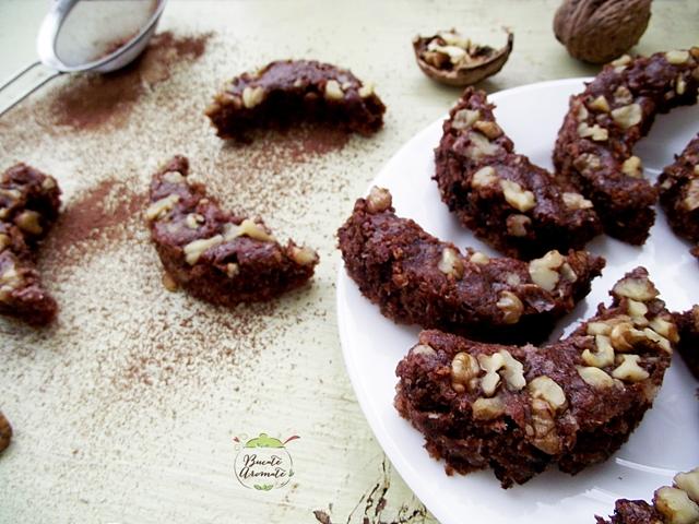 Semiluna cu nuci si cacao