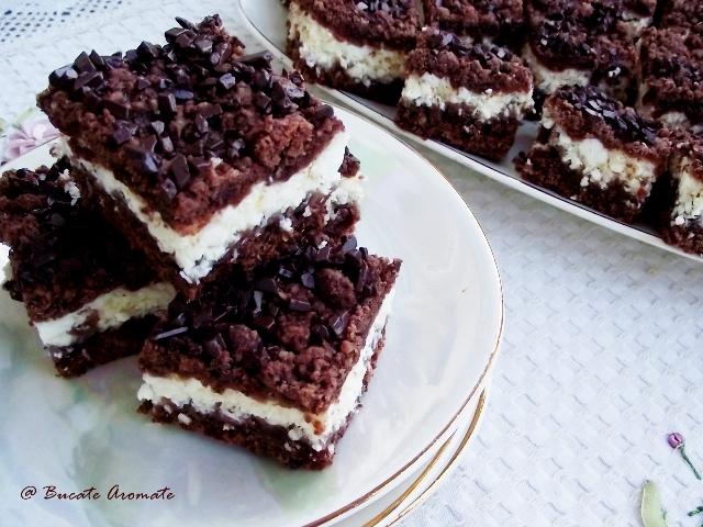 Prăjitura cu blat crocant şi cremă de brânză