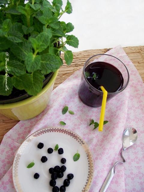 Suc de afine cu sfeclă roşie şi mentă