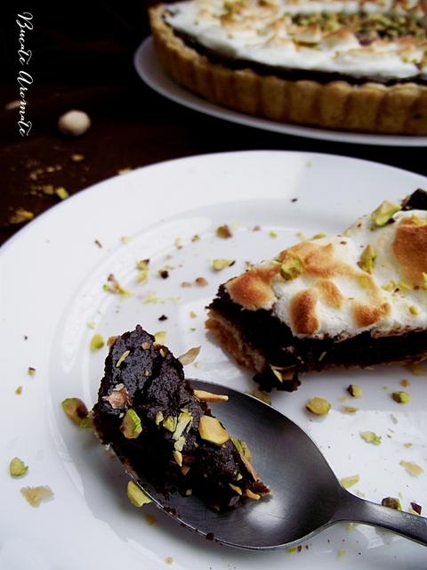 Tartă cu ciocolată şi bezea