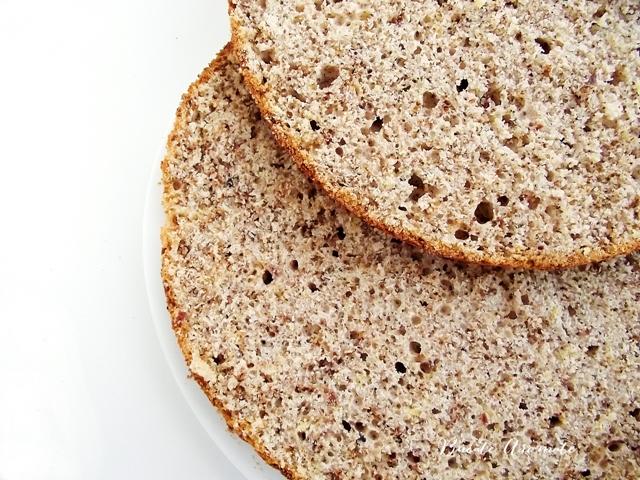 Blad de tort umed cu unt şi pudră de migdale