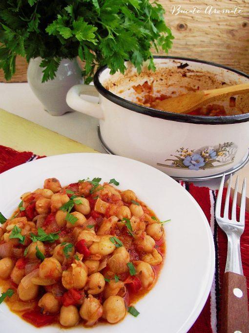 Mâncare de năut cu sos de roşii