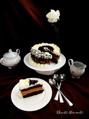 Tort cu mousse de ciocolata si frisca