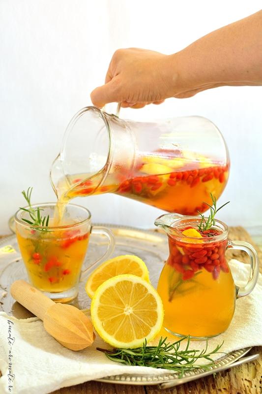 limonada cu rozmarin si fructe goji