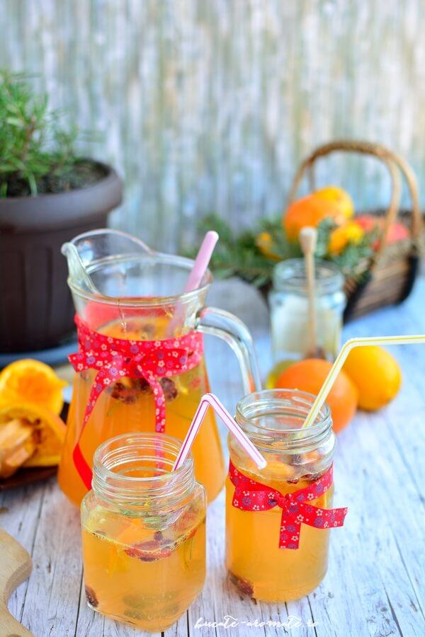 Oranjadă minunată cu fructe uscate şi rozmarin