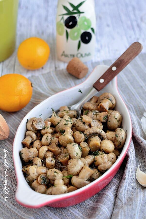 Garnitură de ciuperci cu mărar şi usturoi