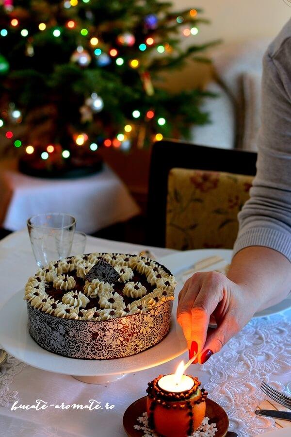 Tort cu ciocolată, cremă de brânză şi vişine