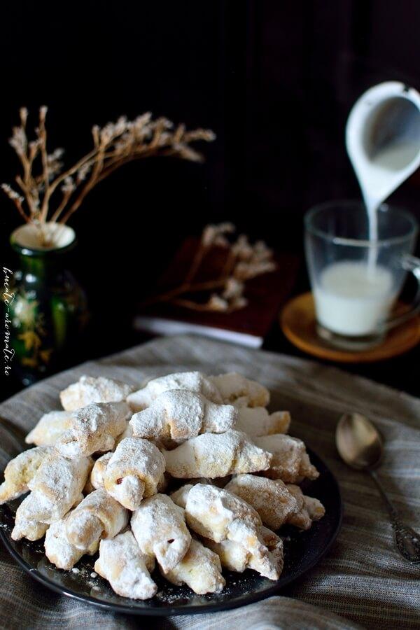 Cornuleţe fragede şi vanilate cu rahat