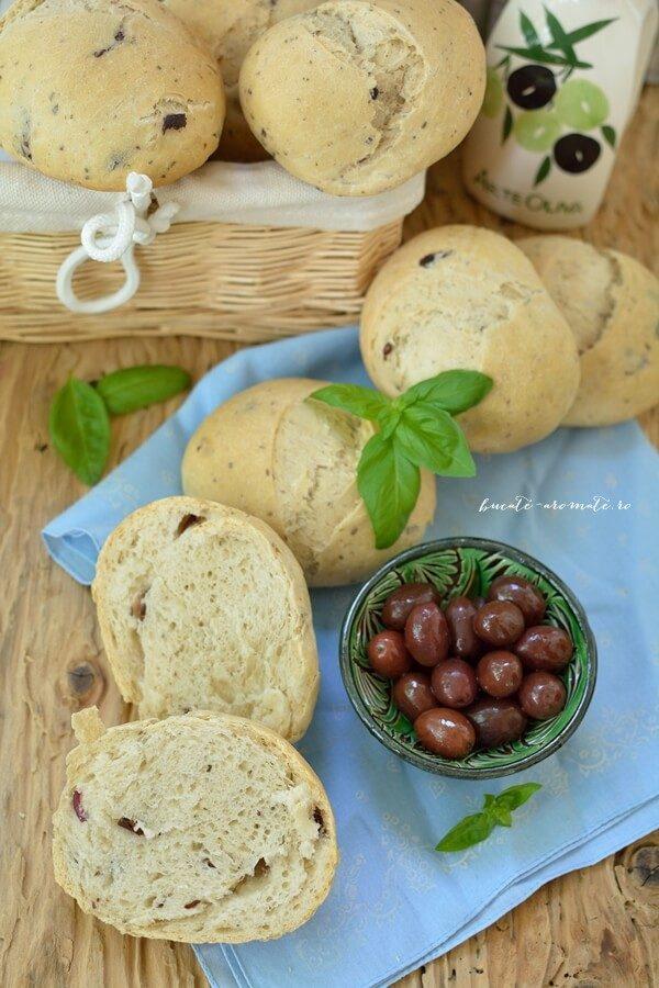 Pâinici pufoase cu măsline şi busuioc