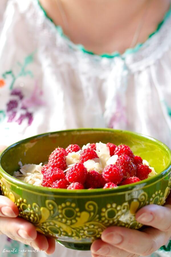 Porridge cu zmeură şi migdale