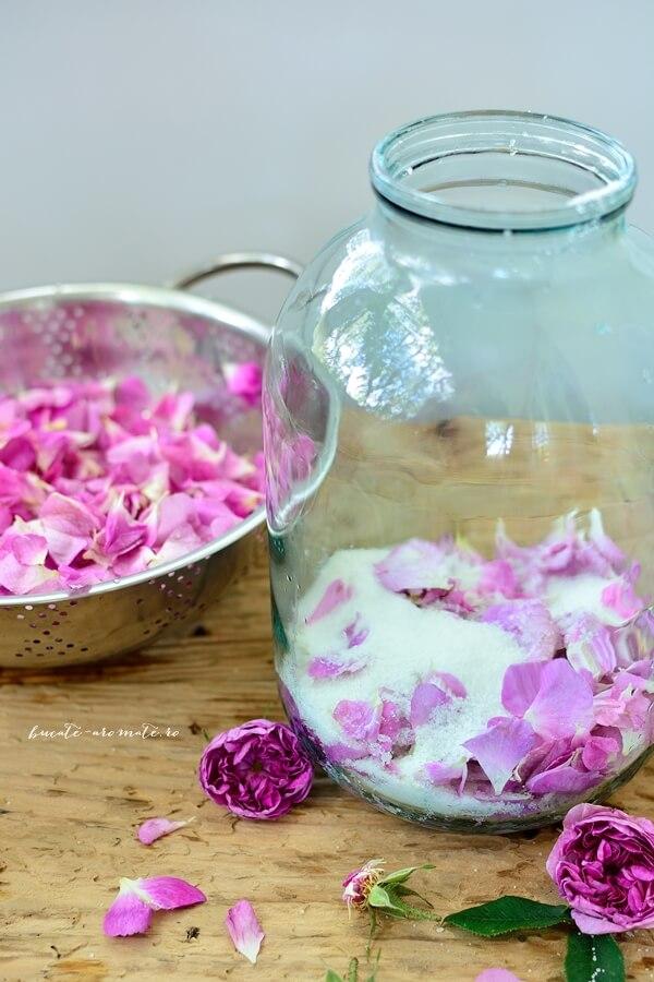 Caisată, zmeurată, trandafirată