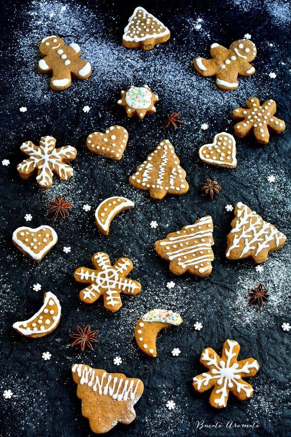 Turtă dulce decorată cu glazură de zahăr