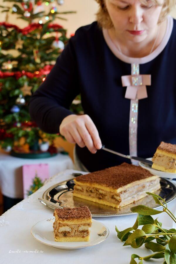 Prăjitură cu pişcoturi şi cremă de nuci cu ness