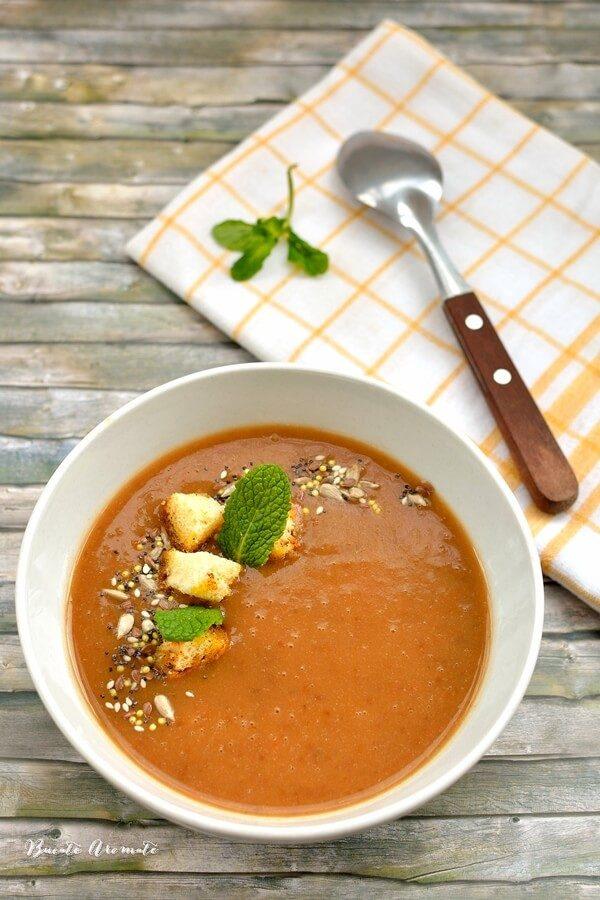 Supă cremă de linte cu roşii şi mentă