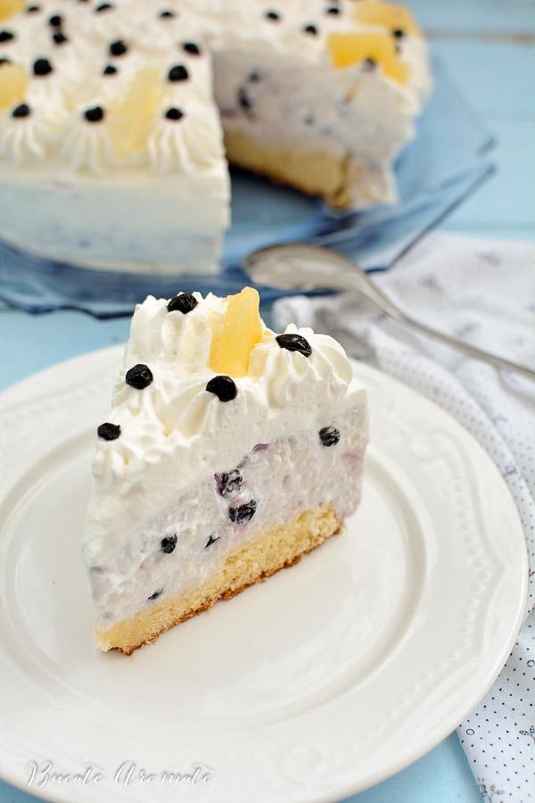 Tort cheesecake cu ananas și afine