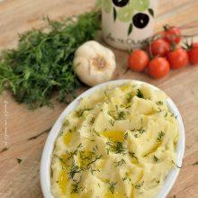 Scordolea (skordalia) - piure de cartofi aromat cu usturoi
