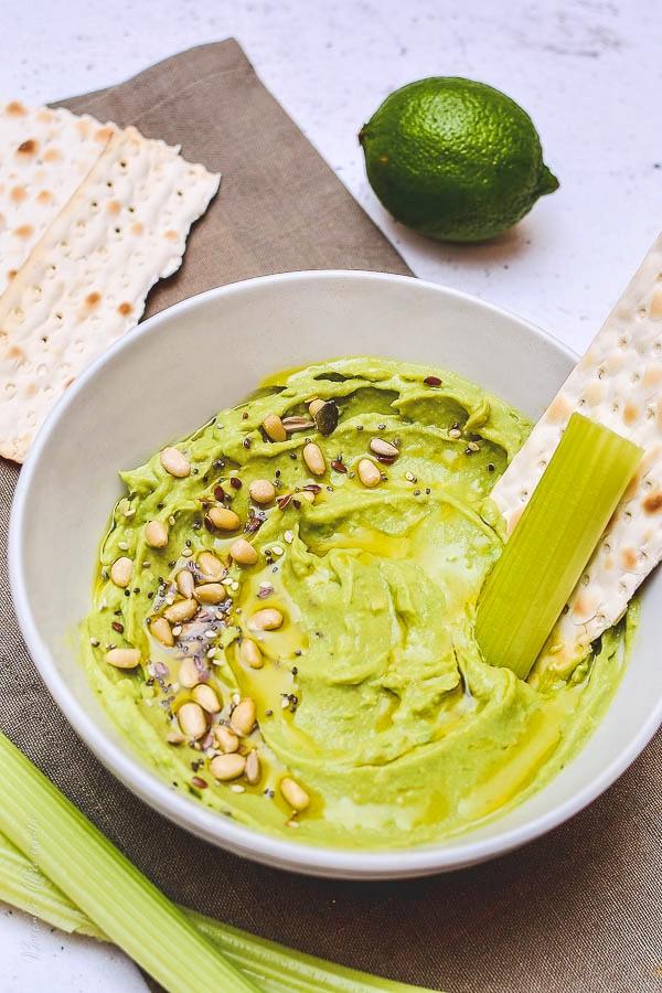 Hummus cu avocado si lime