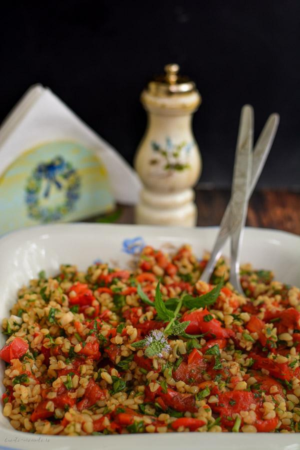 Salată de ardei copți cu bulgur și mentă