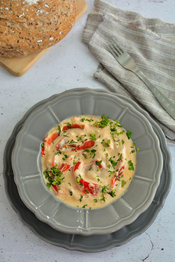 Mâncare de ardei copți cu smântână și usturoi