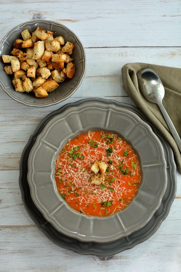 Supă cremă de morcovi și ardei