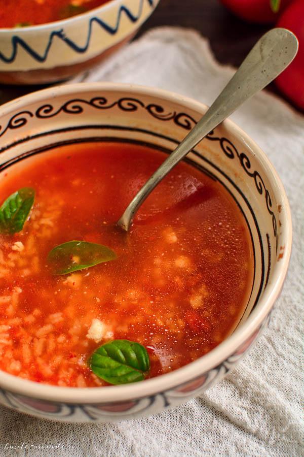 Supă simplă de roșii cu orez