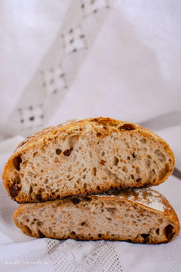 Pâine cu roșii uscate și busuioc (cu maia naturală)