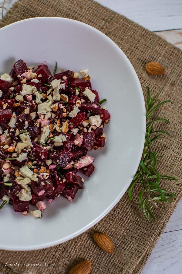 Salată de sfeclă roșie cu brânză