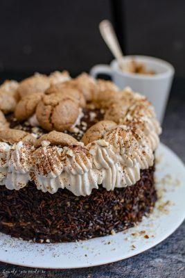 Retete de tort - Tort Amaretti cu cremă de nuci și ness