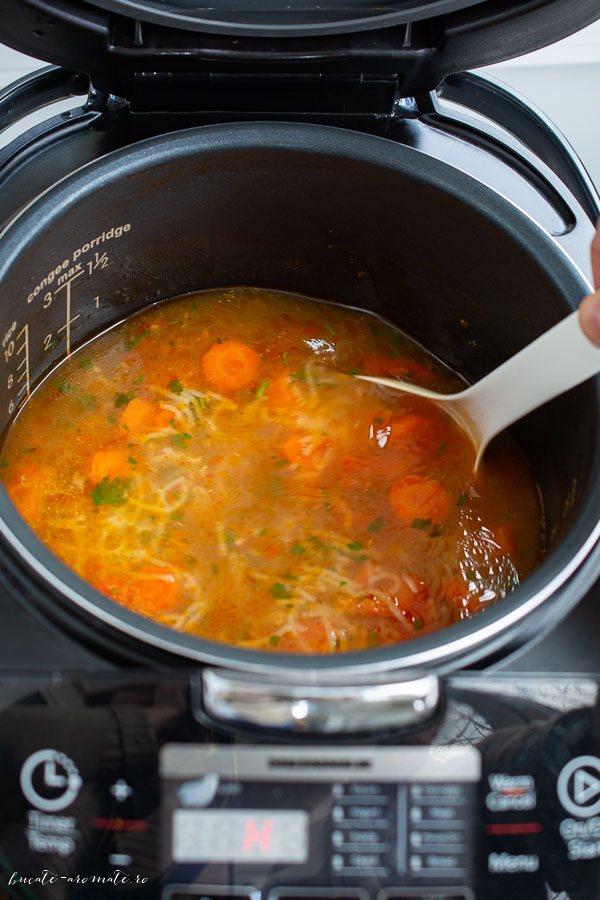 Supa de gaina cu rosii si fidea