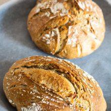 Pâine cu făină de secară și semințe