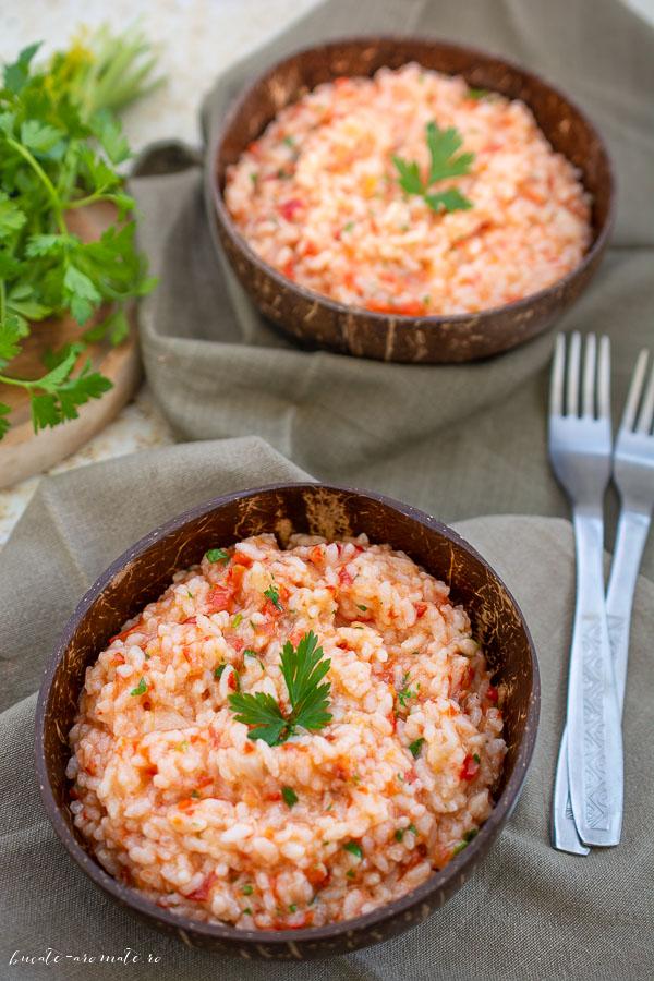 Pilaf de orez cu rosii si patrunjel