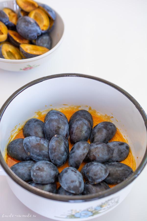 Zahar caramelizat si jumatati de prune