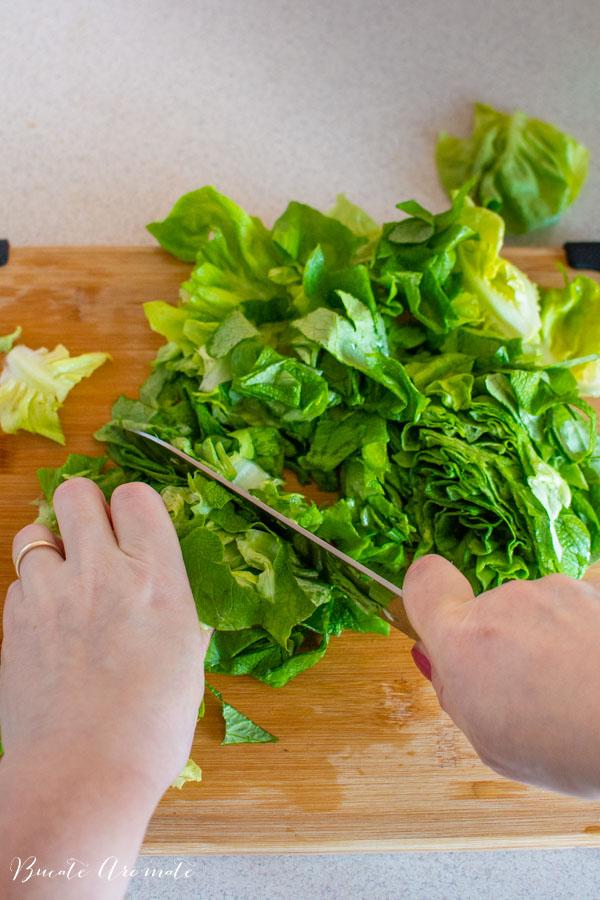 Salată verde tocată mărunt