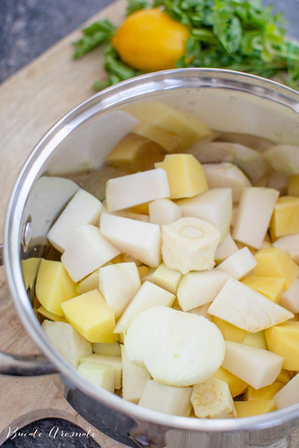 legume curatate si taiate pentru supa