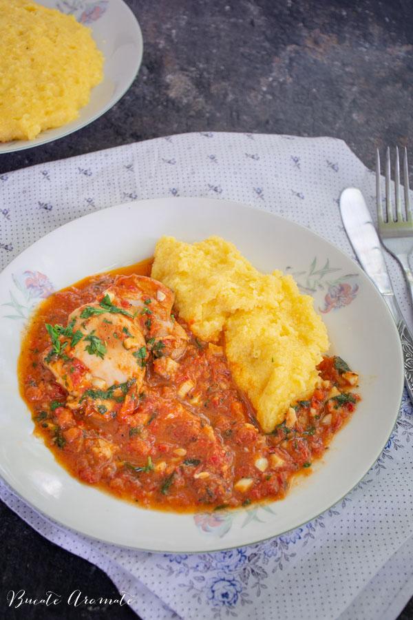 Pui cu sos de roșii și usturoi