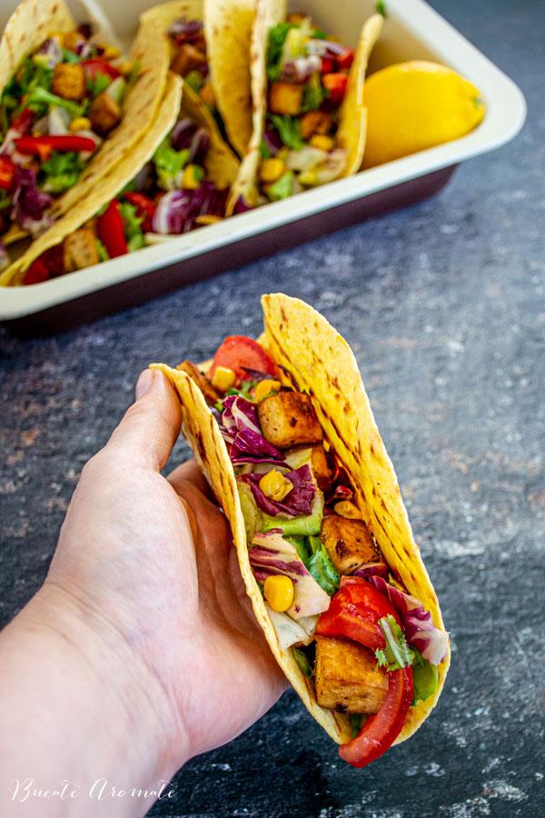 Tacos vegan cu tofu crocant