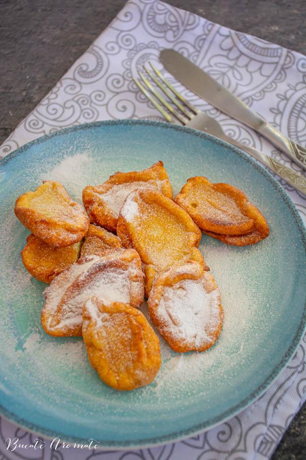 Cea mai simplă rețetă de papanași - papanași cu zahăr pudră