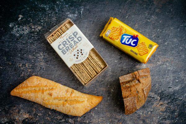 pâine și biscuiți sărați