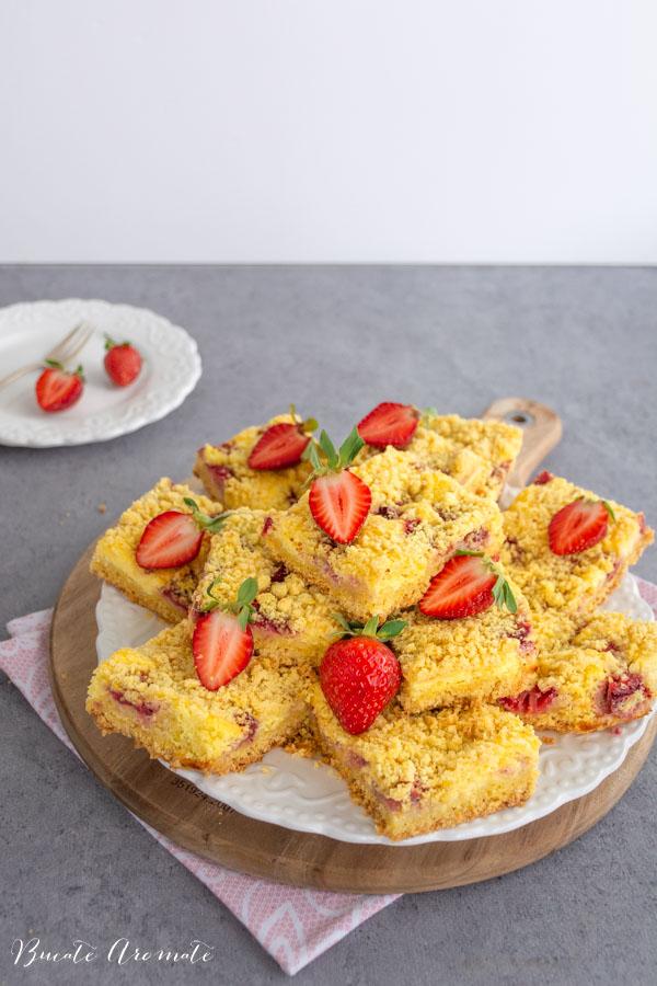 Prăjitură rapidă cu brânză și căpșuni